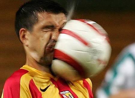 [Image: olahraga-lucu-08.jpg]